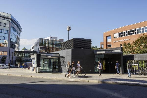 Bilde fra et urbant miljø ved Nydalen t-banestasjon
